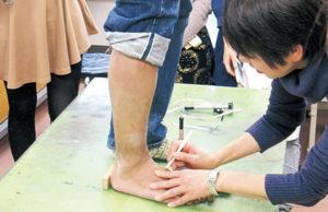 シューズデザイナー 専門学校 靴人間工学